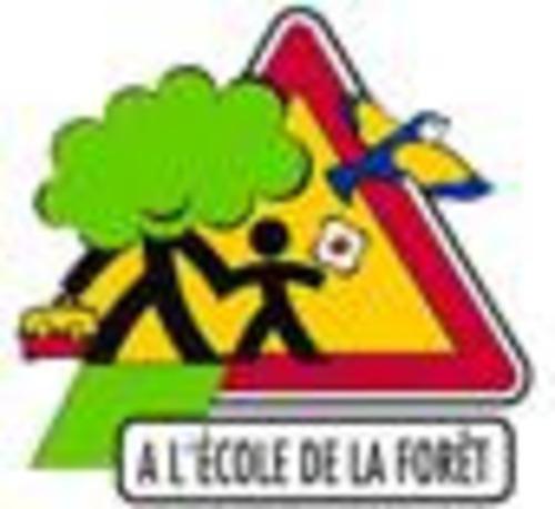 """Afficher """"A l'école de la forêt : valise pédagogique"""""""